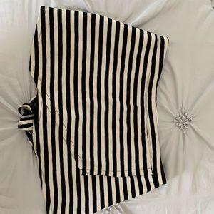 SKORT (skirt/shorts)